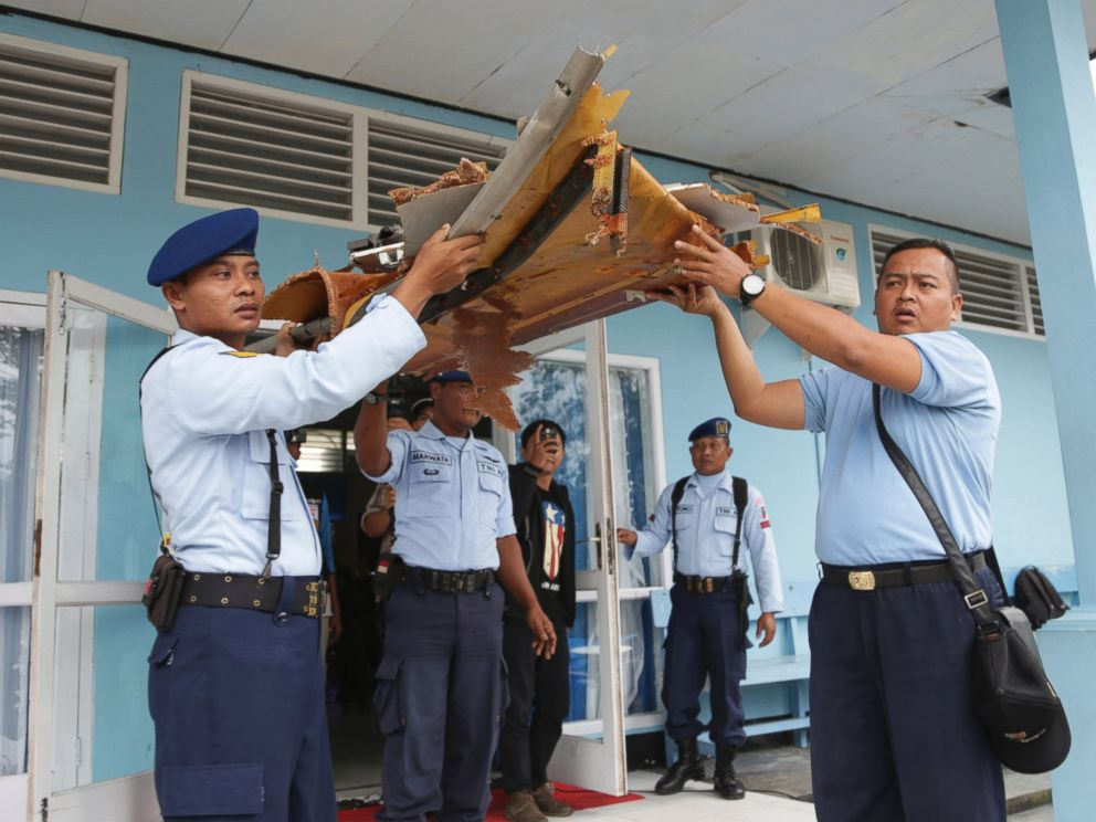 PHOTO: Indonesian air force personnel carry parts of a plane found floating on the water near the site where AirAsia Flight 8501 disappeared, at the airport in Pangkalan Bun, Indonesia, Jan. 2, 2015.