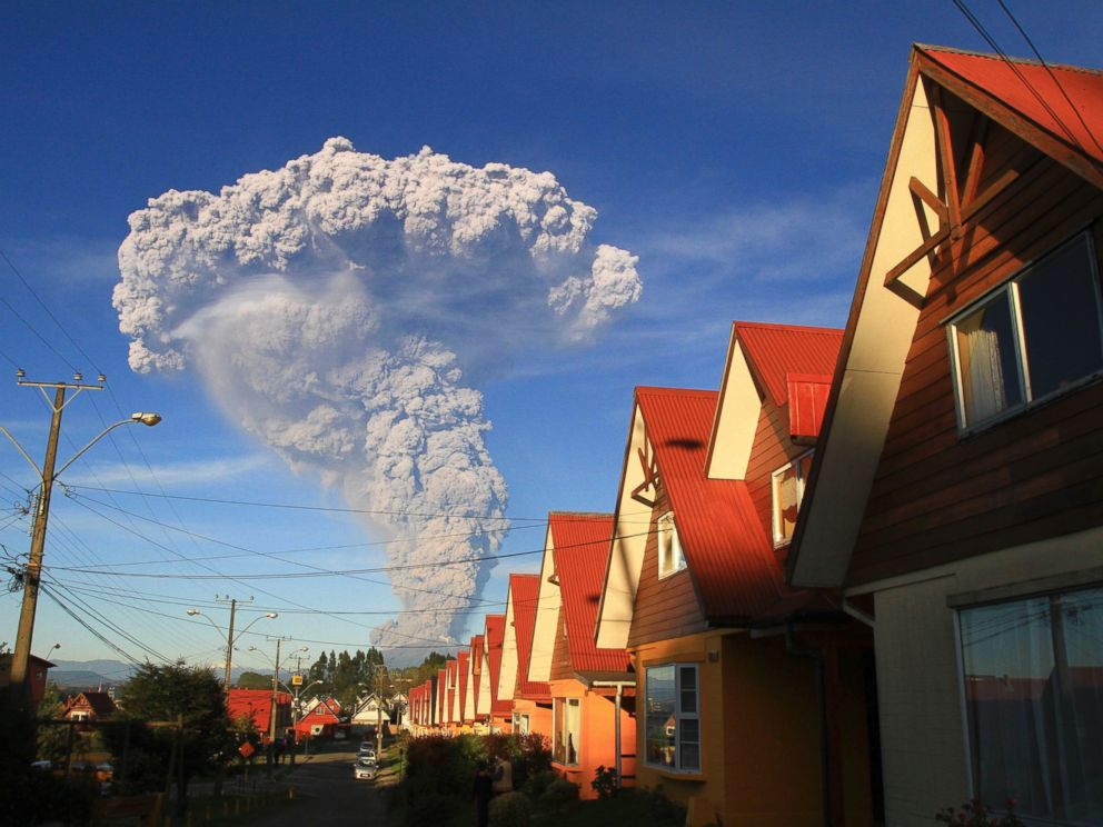 PHOTO: The Calbuco volcano is seen erupting from Puerto Varas, Chile, April 22, 2015.