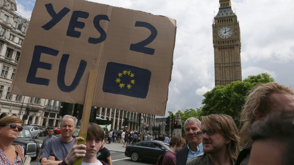 Demonstrators opposing Britain's exit from the European Union in Parliament Square following EU referendum result hold a protest in London, June 25, 2016.