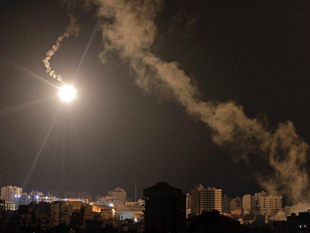 PHOTO: Israeli forces flares light up the night sky of Gaza City, July 29, 2014.