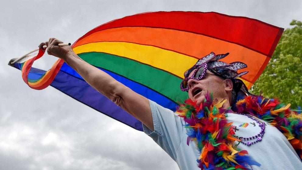 Porque a bandeira LGBTQ é um arco-íris? Interpretação do arco-íris e cores como símbolo da diversidade