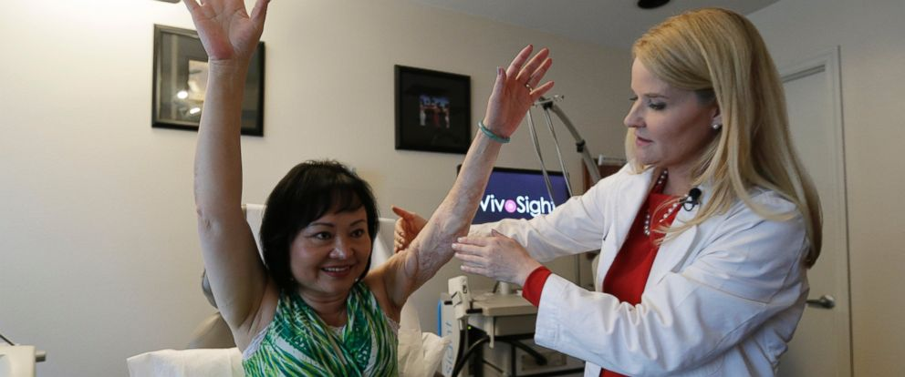 PHOTO: In this Sept. 26, 2015 photo, Dr. Jill Waibel examines Kim Phuc before the first of several laser treatments to reduce pain and the appearance of burn scars in her back and left arm in Miami from a napalm bomb in Vietnam 40 years ago.