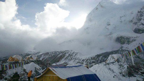 https://s.abcnews.com/images/International/AP_Nepal_earthquake_avalanche_bc_150426_16x9_608.jpg