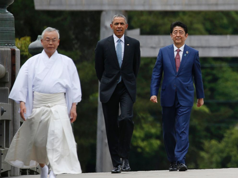 PHOTO: President Obama and Japanese Prime Minister Shinzo Abe, walk on Ujibashi bridge as they visit Ise Jingu shrine in Ise, Mie prefecture, Japan, May 26, 2016, ahead of the first session of the G7 summit meetings.
