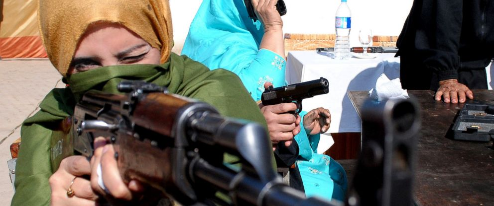 PHOTO: A Pakistani teacher holds a weapon during a two-day training session by the police in Peshawar Pakistan in this Jan. 27, 2015 file photo.
