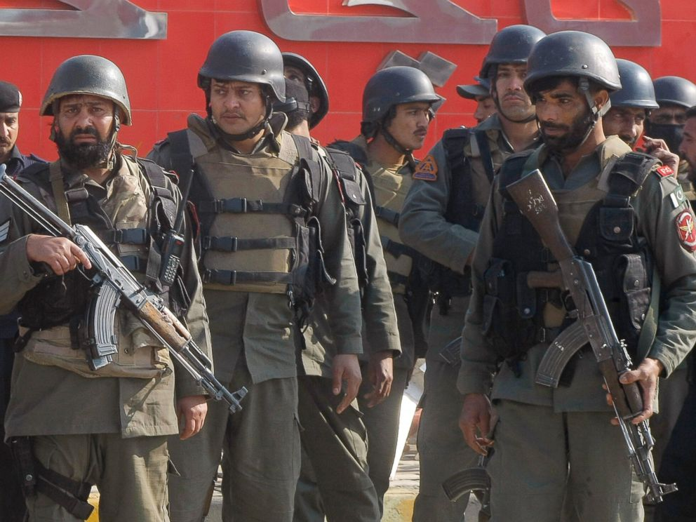 PHOTO: Pakistani troops arrive at Bacha Khan University in Charsadda, Pakistan