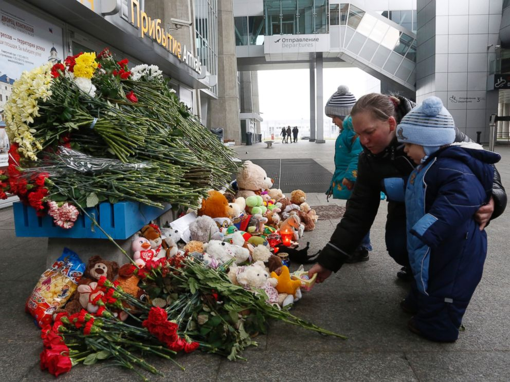 PHOTO: People lay flowers and toys at an entrance of Pulkovo airport outside St.Petersburg, Russia, during a day of national mourning for the plane crash victims, on Sunday, Nov. 1, 2015.