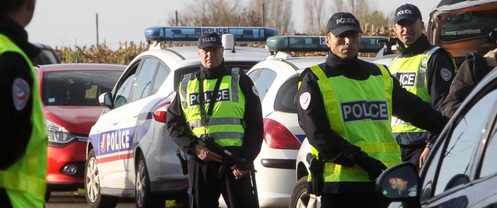 PHOTO: French police officers check vehicles at the border crossing between France and Belgium in Neuville-en-Ferrain, northern France, Nov.13, 2015.