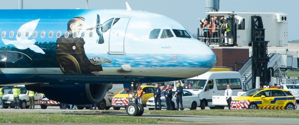 PHOTO: Airport workers wave as a Brussels Airlines plane taxis towards the runway at Brussels Airport, in Zaventem, Belgium, April 3, 2016.