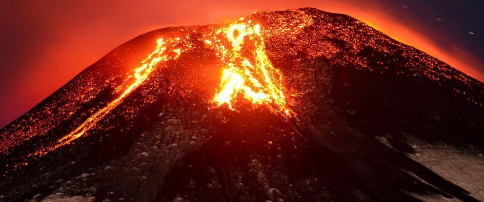PHOTO: The Villarrica volcano erupts near Pucon, Chile, March 3, 2015.
