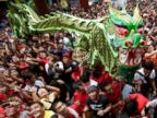 PHOTO: Revelers try to catch cash envelopes and other items being given away following a dragon and lion performances in front of a grocery store in celebration of Chinese New Year at Manilas Chinatown district of Binondo, Philippines, Jan. 31, 2014.