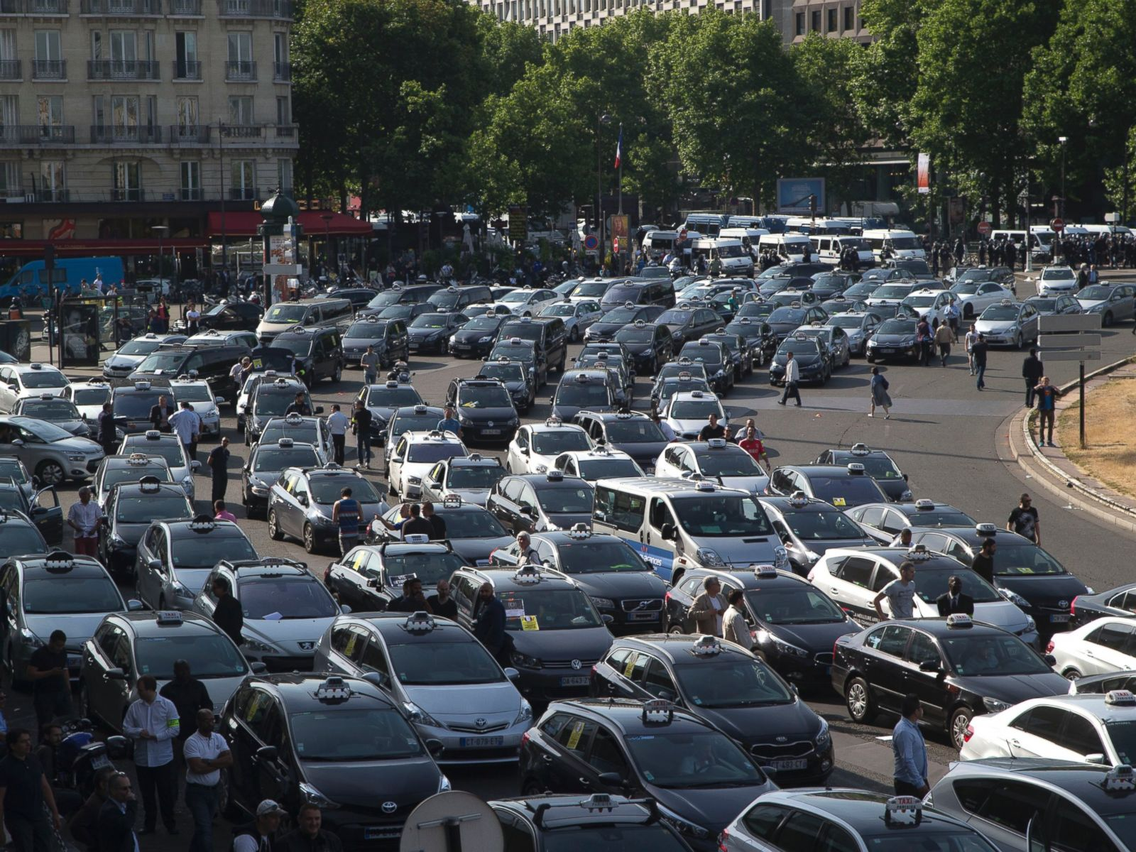 UberPop Banned in Paris Amid Taxi Driver Protests at