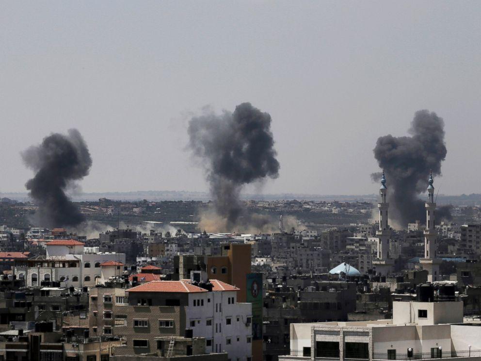 PHOTO: Smoke rises after Israeli missile strikes hit the northern Gaza Strip, July 16, 2014.