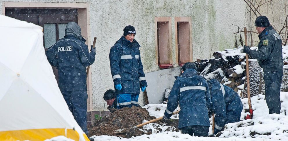 PHOTO: Police investigate the area around a house near Reichenau, south of Dresden