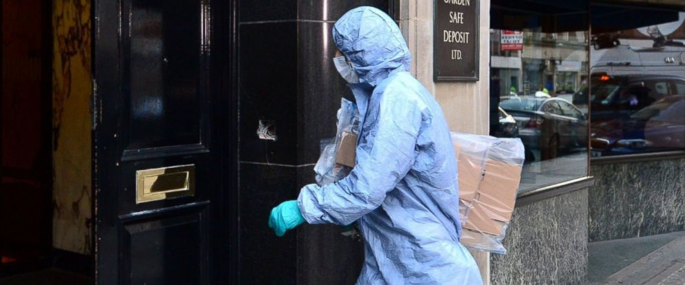 PHOTO: A police forensics officer is pictured entering the Hatton Garden Safe Deposit company in London on April, 7, 2015.