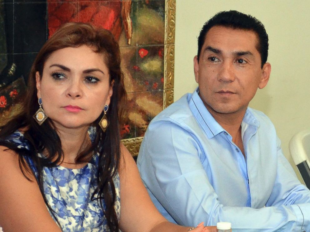 PHOTO: In this May 8, 2014 file photo, the mayor of the city of Iguala, Jose Luis Abarca, right, and his wife Maria de los Angeles Pineda Villa meet with state government officials in Chilpancingo, Mexico.