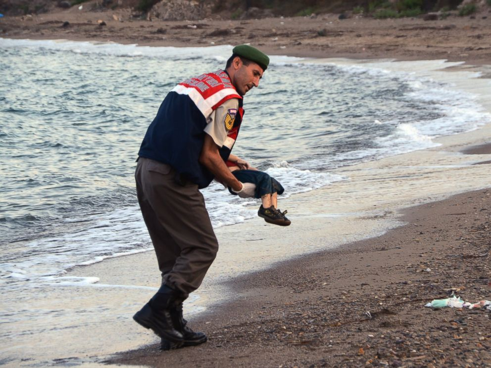 PHOTO:A paramilitary police officer carries the lifeless body of a migrant child after a number of migrants died after boats carrying them to the Greek island of Kos capsized, Sept. 2, 2015.