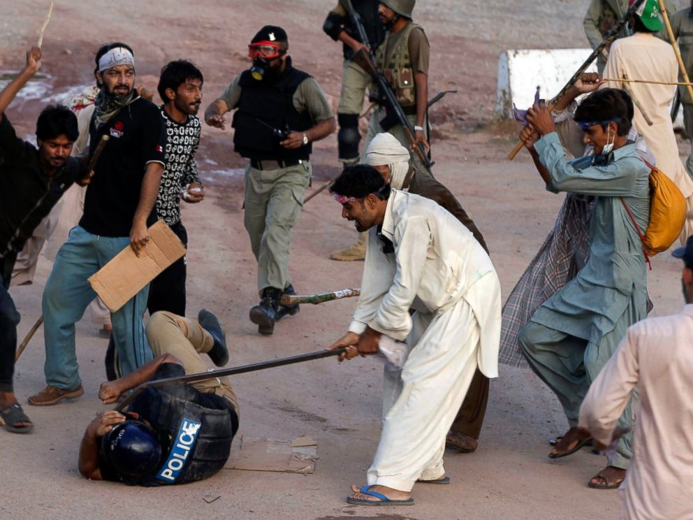 PHOTO: Pakistani protesters beat a police officer during a clash in Islamabad, Pakistan, Sept. 1, 2014.