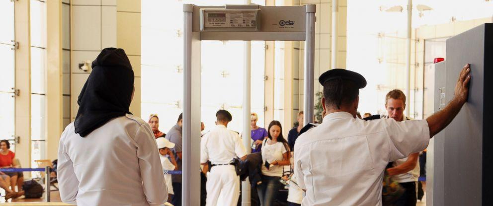 PHOTO: Security personnel wait to screen passengers departing Sharm el-Sheikh International Airport, south Sinai, Egypt, Nov. 6, 2015.