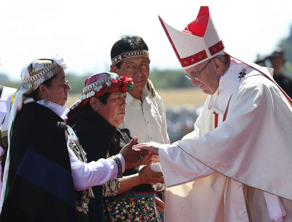 PHOTO: Pope Francis greets Mapuches in an offertory of a Mass at the Maquehue Air Base, in Temuco, Chile, Jan. 17, 2018.