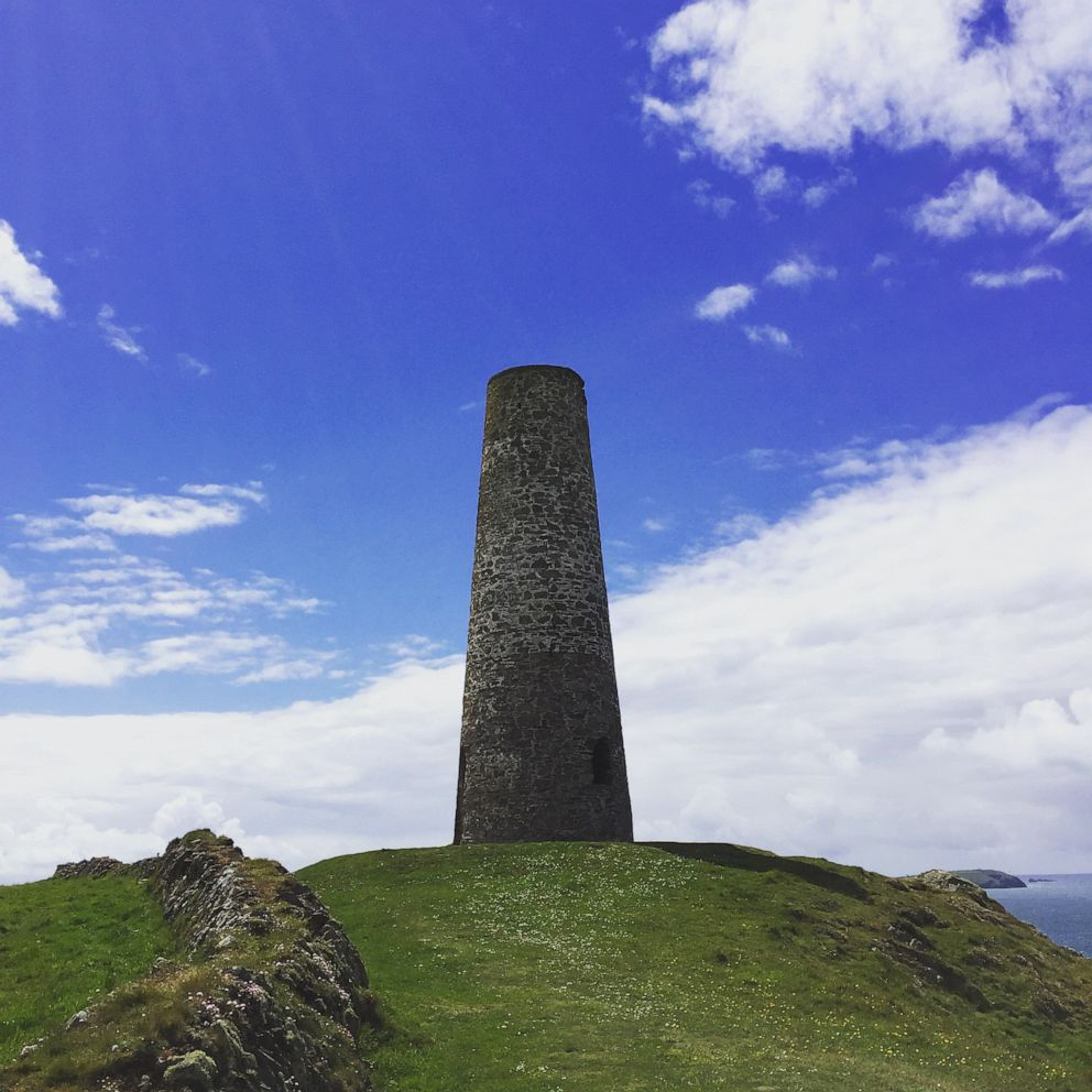 PHOTO: Daymark Watch Tower in Cornwall, England