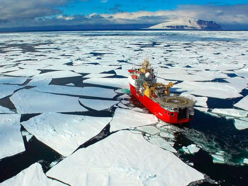 PHOTO: The British Royal Navy?s ice patrol ship is seen deployed in Ross Sea, Antarctica.