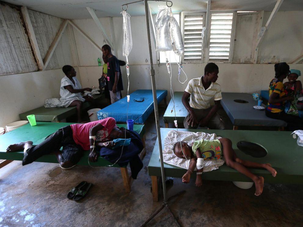 PHOTO: People with cholera symptoms receive medical care in Saint Antoine hospital in Jeremie, Haiti, Oct.13, 2016.