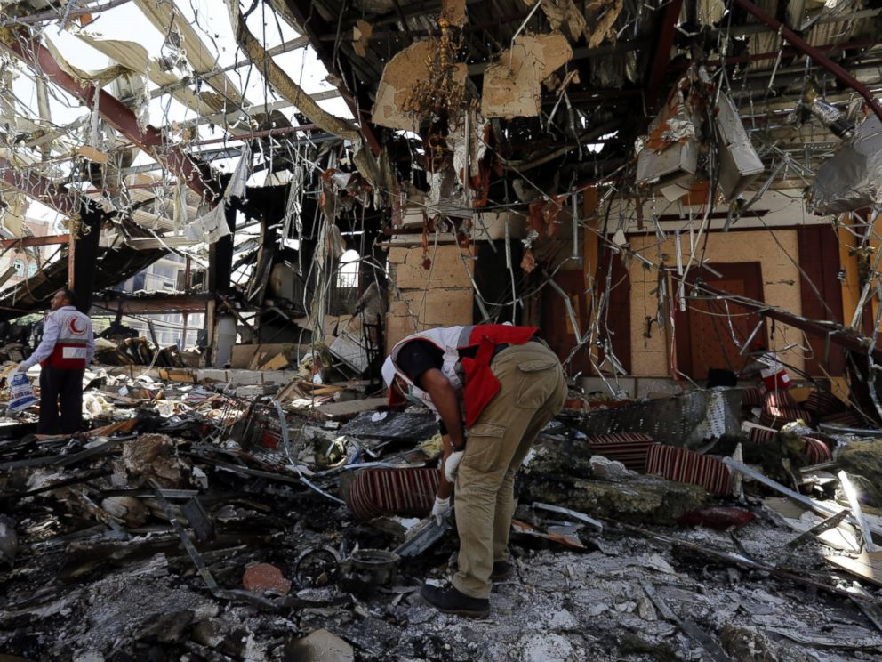 PHOTO: Members of Yemen Red Crescent Society look for remains of airstrikes victims inside the destroyed funeral hall a day after Saudi-led airstrikes targeted it, in Sanaa, Yemen, Oct. 9, 2016.