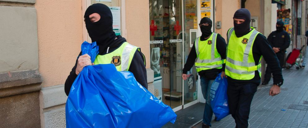 PHOTO: Members of the Catalan Regional Police (Mossos dEsquadra) carry garbage bags during the raid of a flat in Barcelona, Spain, on April 25, 2017, that led to the arrest of four men accused of collaborating with the Islamic militants.