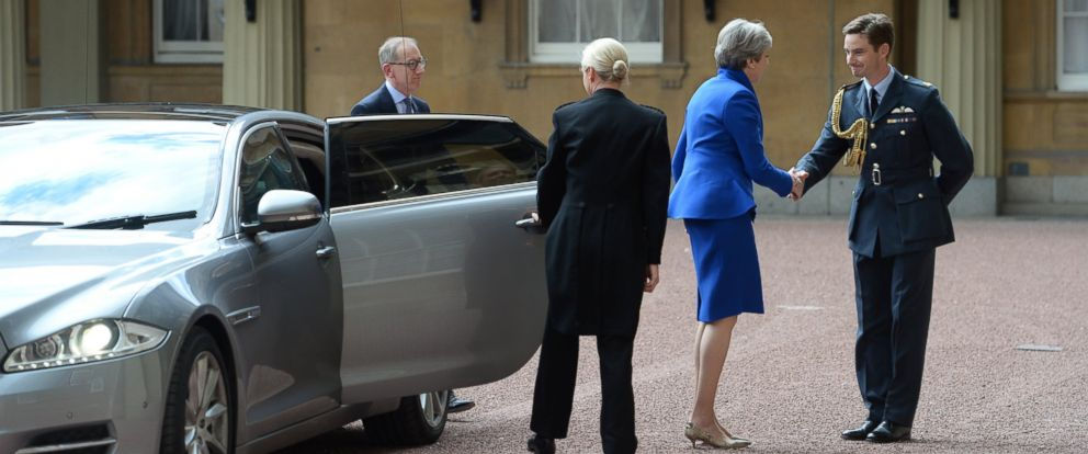 PHOTO: Prime Minister Theresa May with her husband Philip arrives at Buckingham Palace where she will seek the Queens permission to form a UK government, on June 9, 2017, in London.