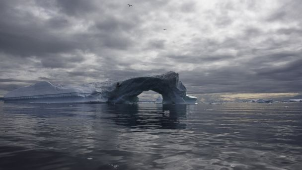 https://s.abcnews.com/images/International/GTY-greenland-floating-iceberg-jt-161127_16x9_608.jpg