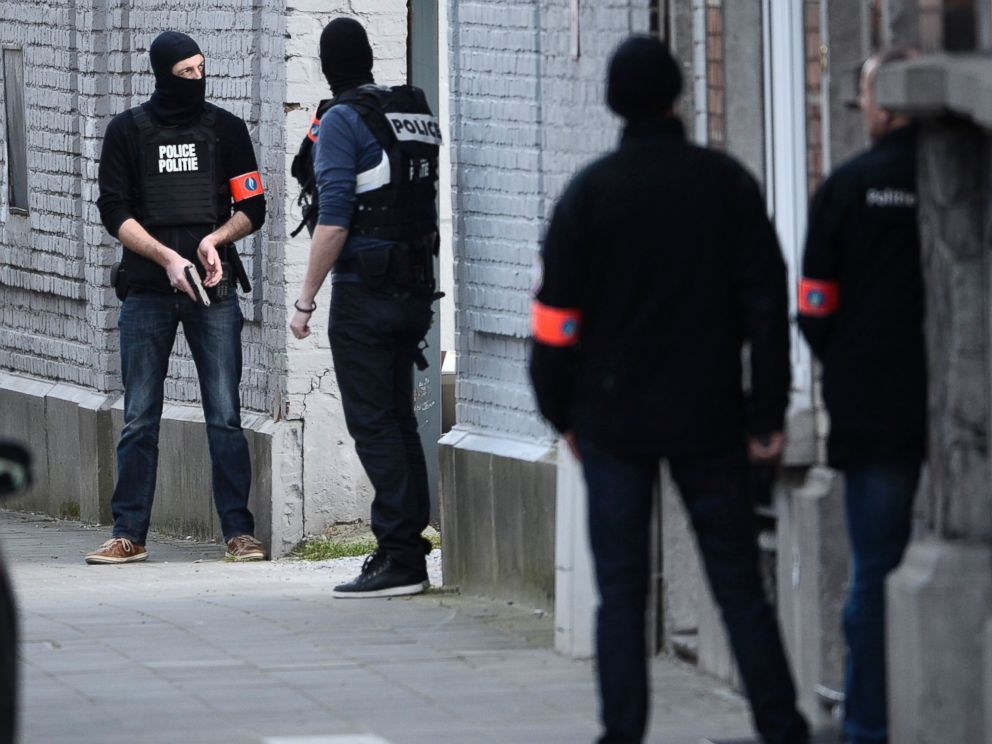 PHOTO:Police officers take position at the site of a shooting in the southern Forest district of Brussels, March 15, 2016.