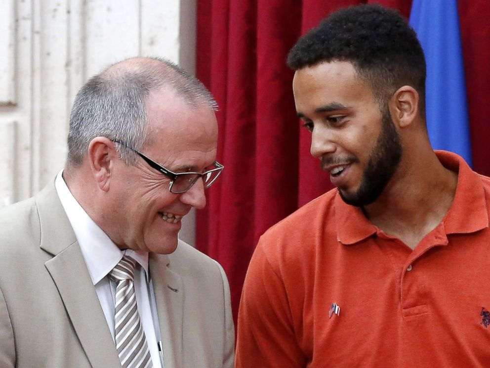 PHOTO: Anthony Sadler talks with British business consultant Chris Norman on August 24, 2015 during a reception at the Elysee Palace in Paris.