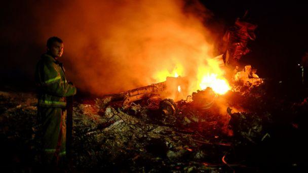 https://s.abcnews.com/images/International/GTY_Ukraine_plane_crash_mar_140717_16x9_608.jpg