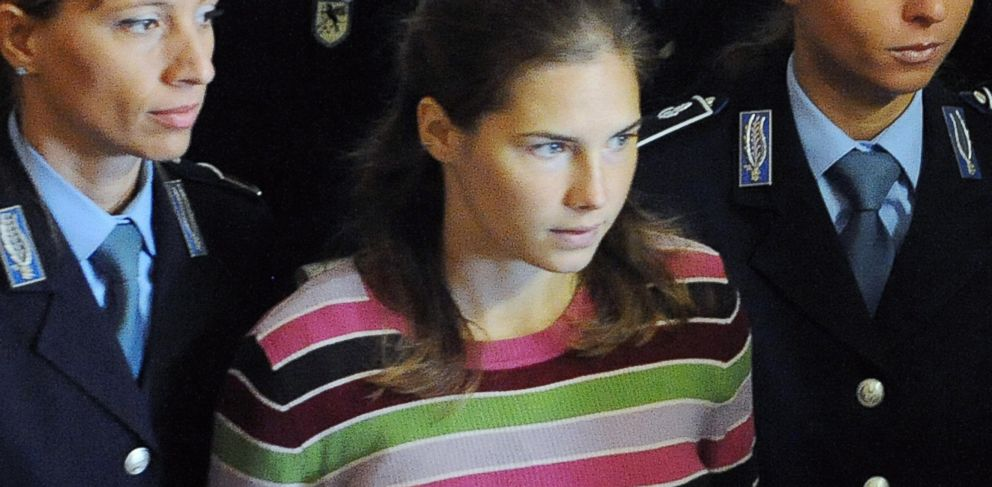 PHOTO: Amanda Knox arrives at a court hearing in Perugia, Italy, Sept. 27, 2008.