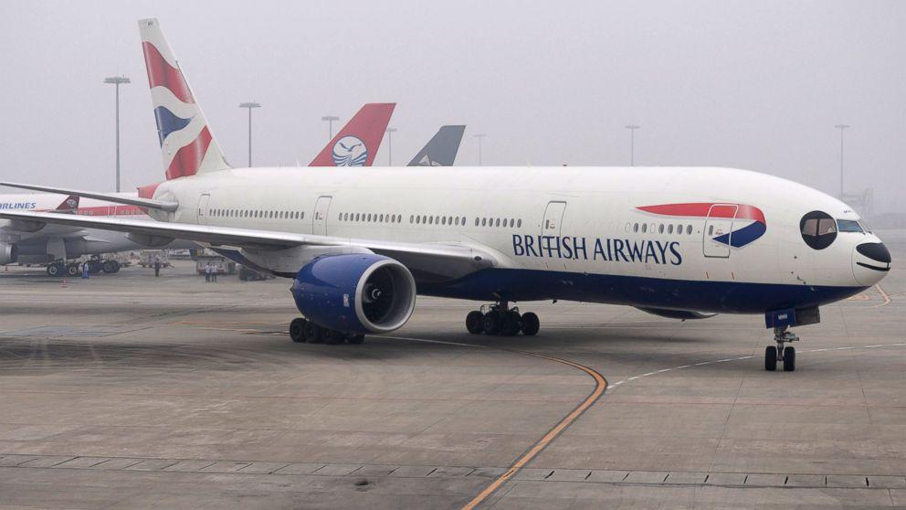 Pilots Make Emergency Landing While Wearing Oxygen Masks - ABC News