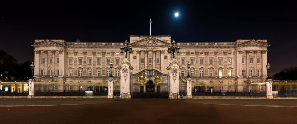 PHOTO: Buckingham Palace in London is seen in this undated stock photo.