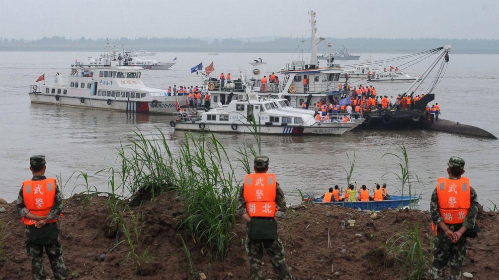 Chinese Cruise Ship Capsizes Yangtze River Rescuers Desperately - Chinese cruise ship