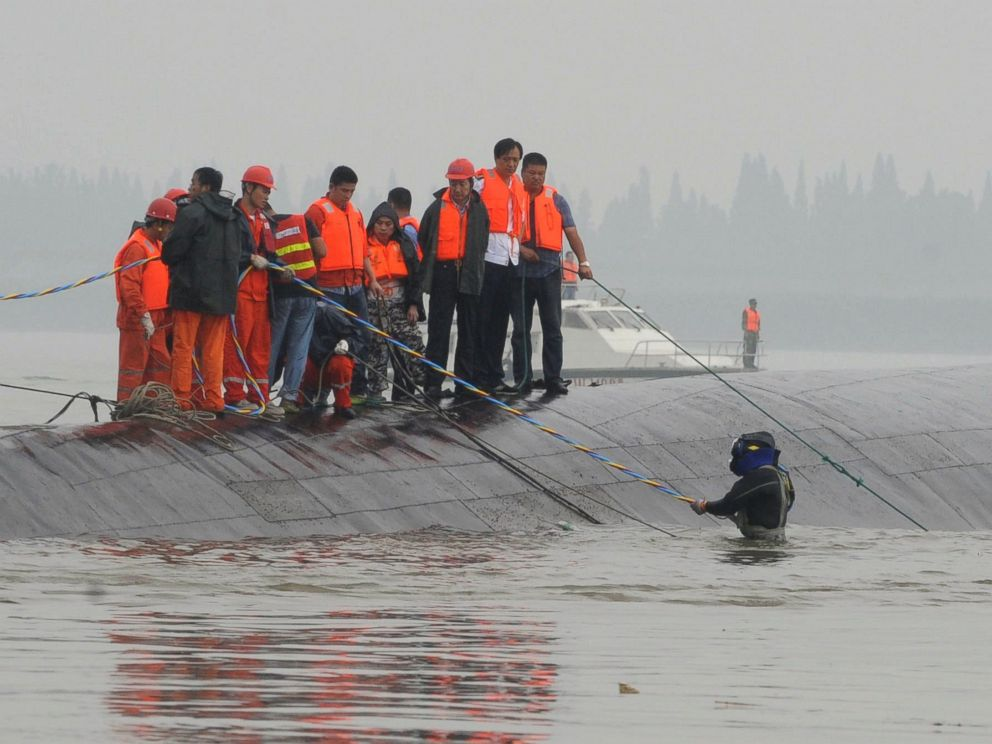 PHOTO: A diver walks into the water as rescue teams search for survivors from the Dongfangzhixing or Eastern Star vessel, which sank in the Yangtze River in Jianli, central Chinas Hubei province, on June 2, 2015.