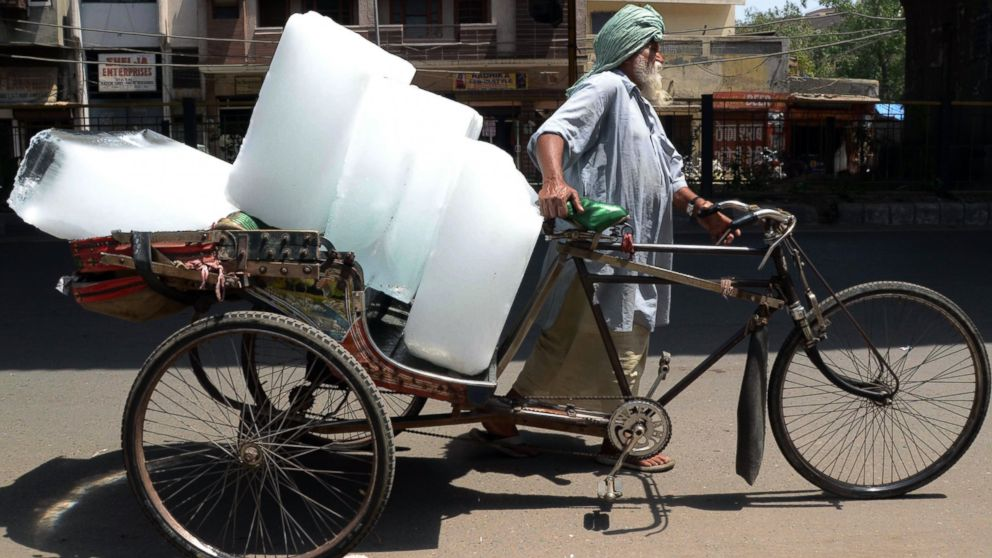 An Indian worker uses a ricksahw to transport ice from an ice factory in Amritsar on May 27, 2015. More than 1,100 people have died in a blistering heatwave sweeping India, authorities said as forecasters warned searing temperatures would continue.