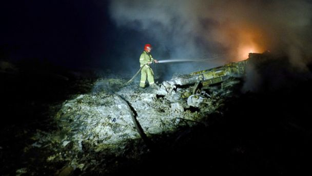 https://s.abcnews.com/images/International/GTY_malaysia_plane_crash_jef_140717_2_16x9_608.jpg