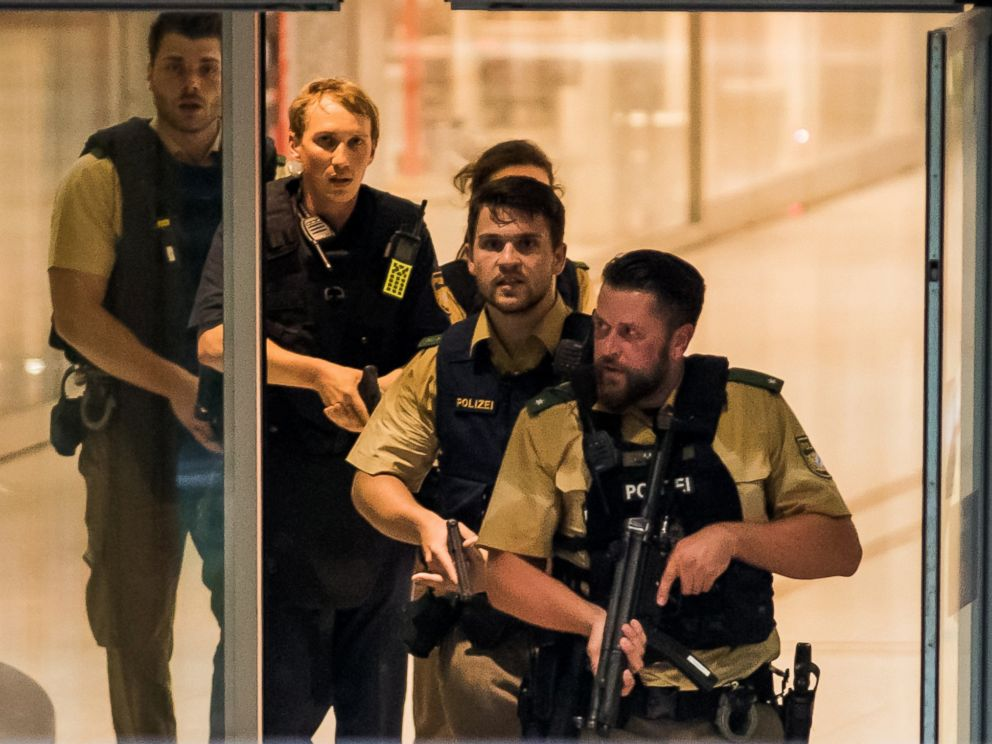 PHOTO: Police officers respond to a shooting at the Olympia Einkaufzentrum at July 22, 2016 in Munich. Police are hunting the attacker or attackers who are thought to be still at large.