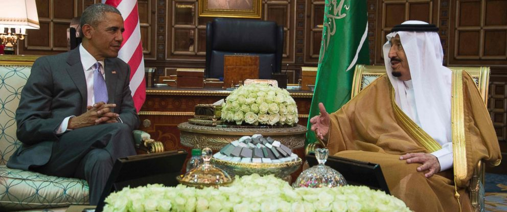PHOTO:President Barack Obama speaks with King Salman bin Abdulaziz al-Saud of Saudi Arabia at Erga Palace in Riyadh, April 20, 2016.