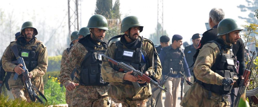 PHOTO: Pakistani army soldiers take part in search operation at the Bacha Khan University, Jan. 20, 2016.