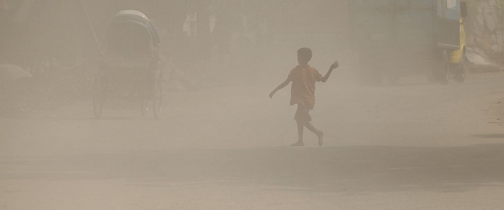 PHOTO: A Bangladeshi child walks along a dusty road in Dhaka, Sept. 27, 2016.