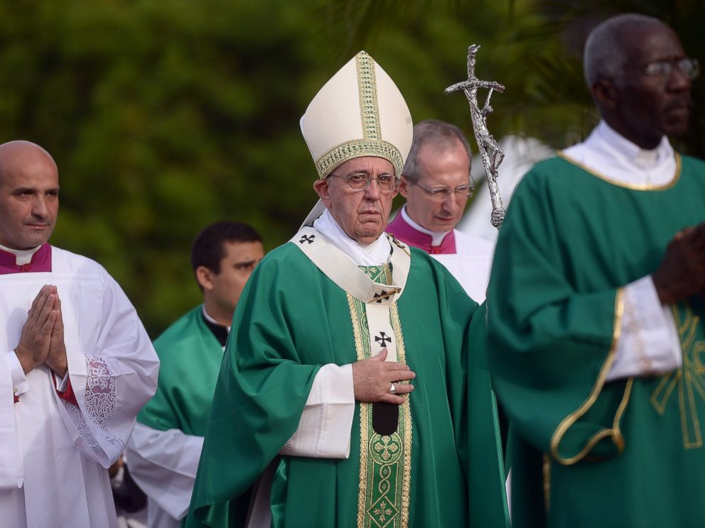 PHOTO: Pope Francis (C) walks to the altar to give mass at Revolution Square in Havana, Cuba, Sept. 20, 2015.