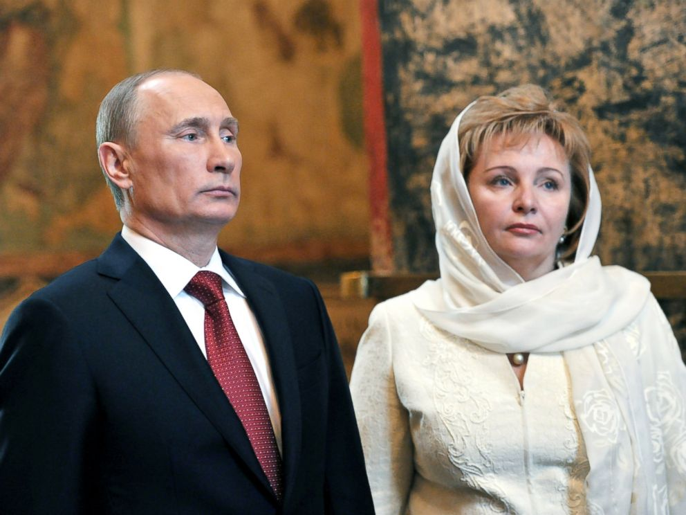 PHOTO: Russian President Vladimir Putin and Lyudmila Putina attend a service at Blagoveshchensky (the Annunciation) cathedral in Moscows Kremlin, May 7, 2012.