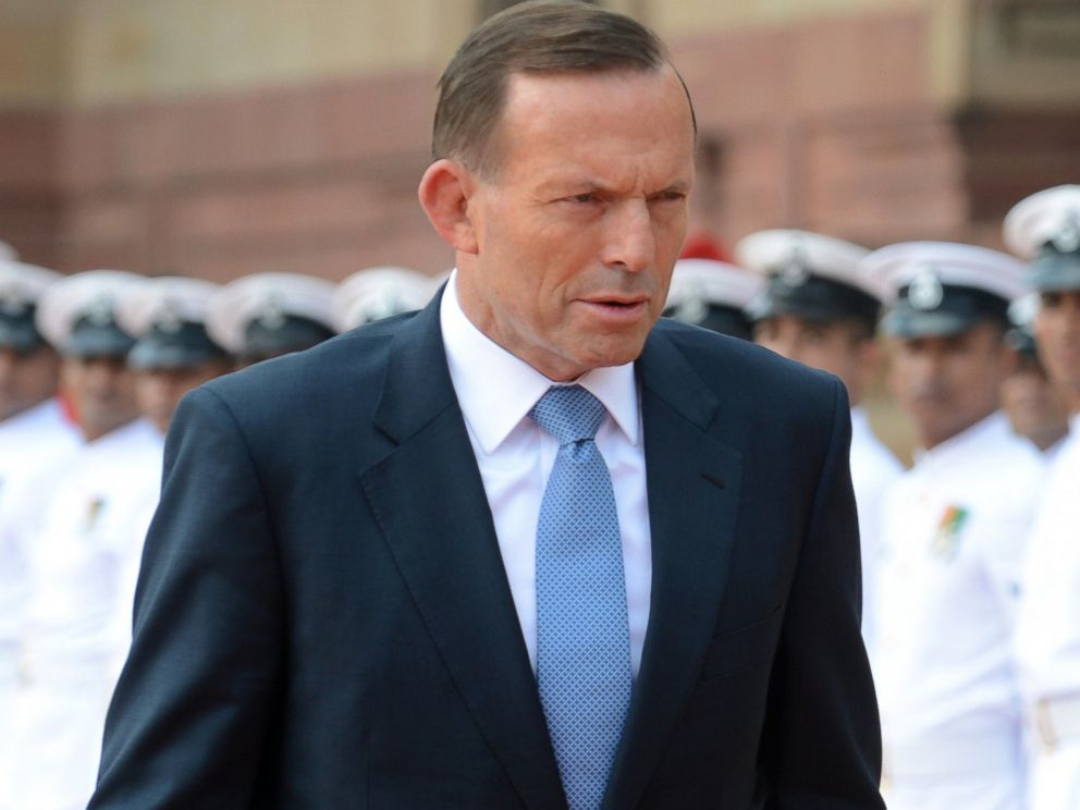 PHOTO: Australian Prime Minister Tony Abbott walks past an honor guard during a welcoming ceremony at the presidential palace in New Delhi, Sept. 5, 2014.