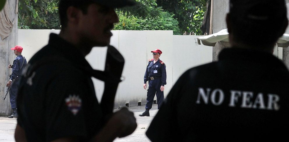 PHOTO: Pakistani security personnel stand alert outside the US consulate in Lahore, Aug. 9, 2013.