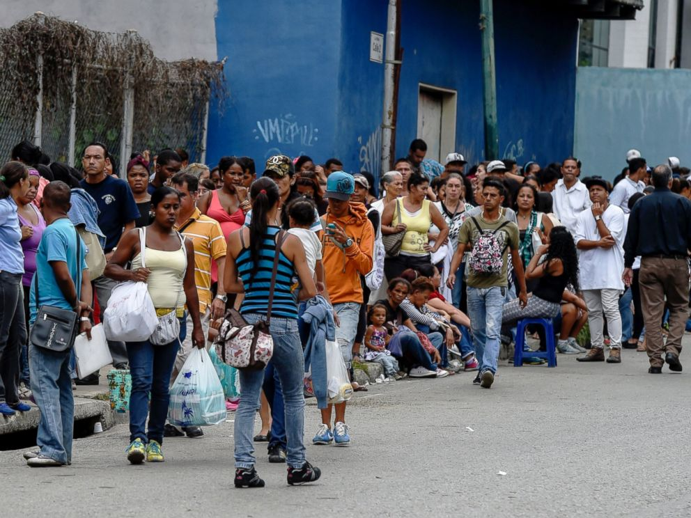 PHOTO: People queue to buy basic food and household items outside a supermarket in the Petare neighborhood in Caracas, June 1, 2016.